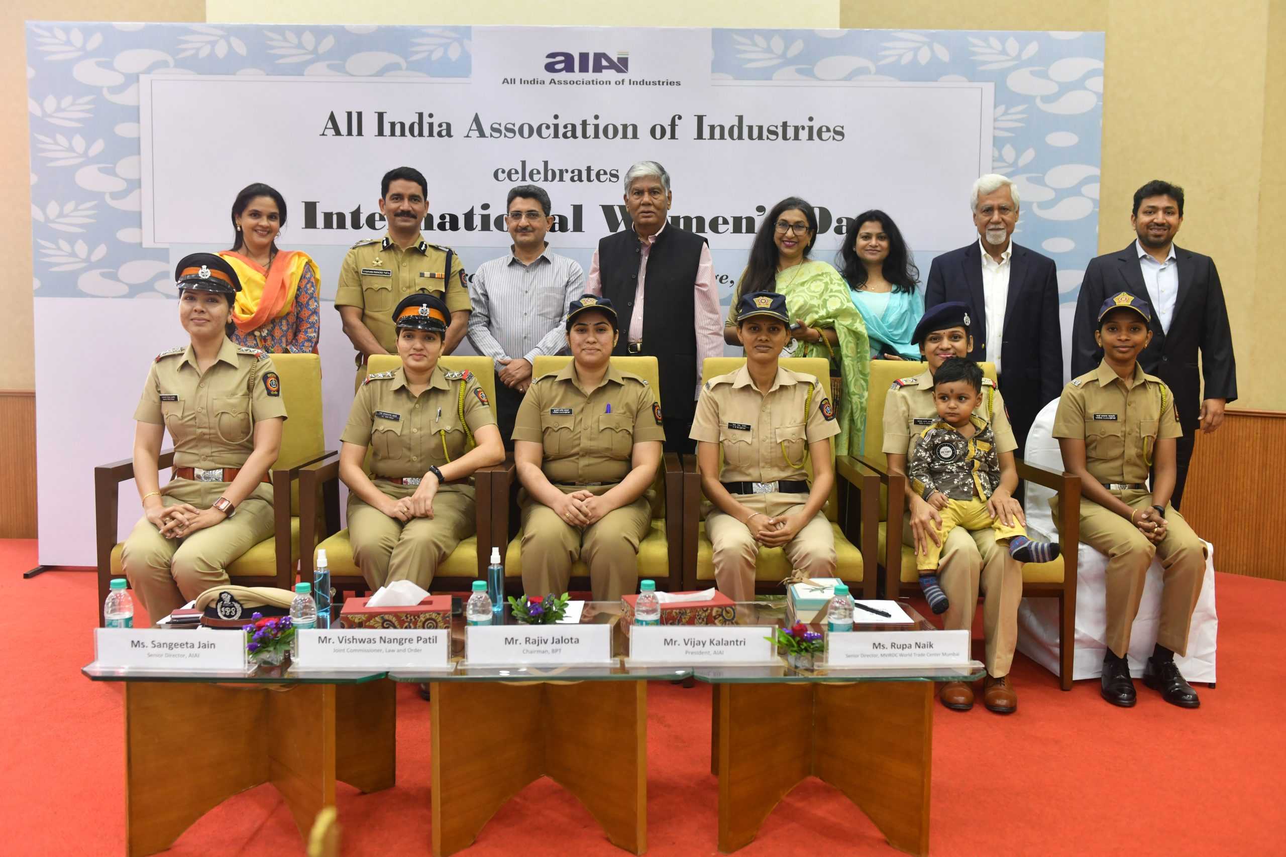 AIAI felicitates brave lady police officers for their role in controlling pandemic